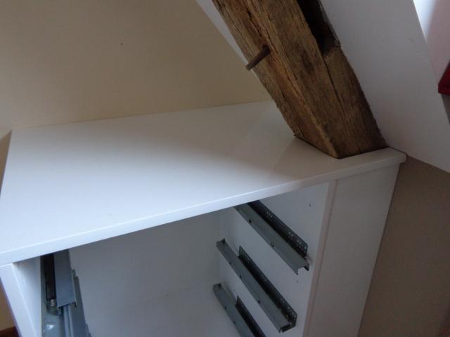 Pose du meuble sous penté fait sur mesure