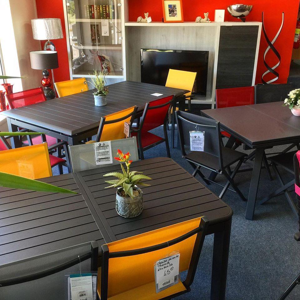Tables et chaises de jardin - Simon Mage